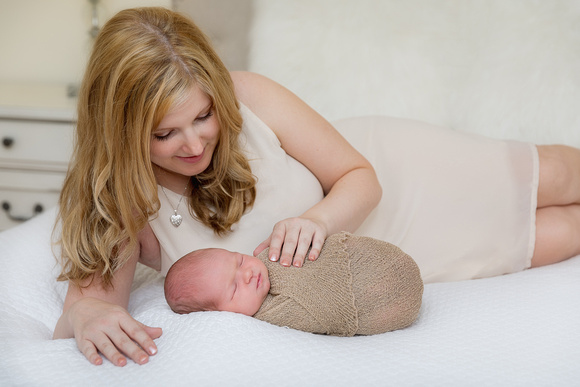 Mother and child newborn portraits, poses family photography