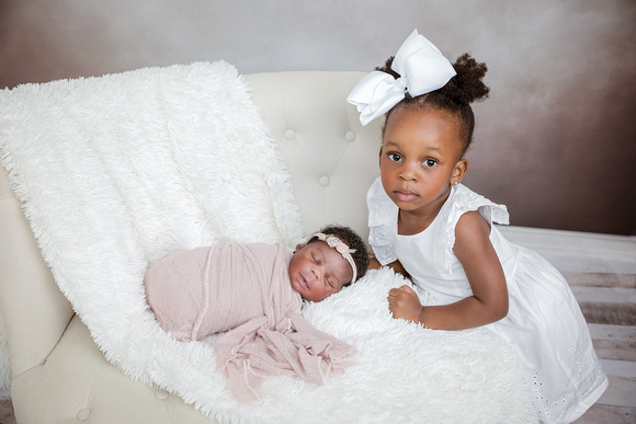 Studio Portraits, Newborn Photography, Big Sister, Newborn Baby Girl, Professional Newborn Photography,