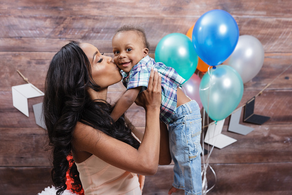 Studio photos for a first birthday boy, One year old cake smash