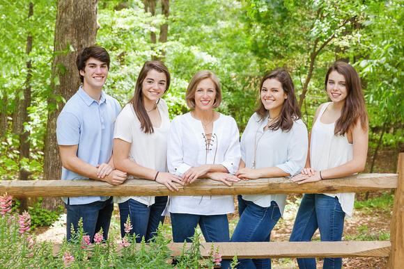 Family of six outdoor photo shoot
