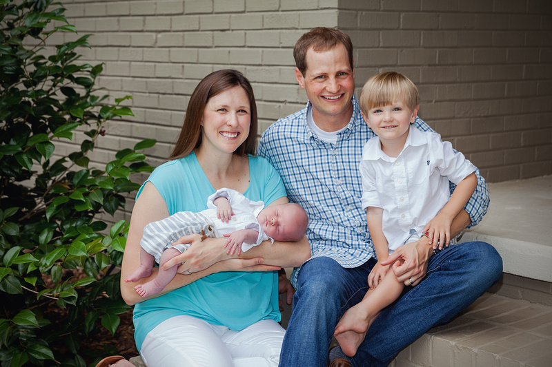 Family Portrait session with indoor and outdoor photos of sibling brothers & mom and dad in their own home